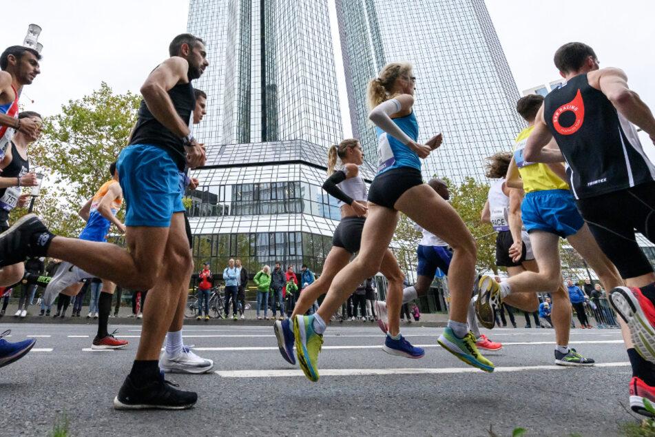 Das Foto zeigt Teilnehmer des Frankfurt-Marathons 2019.