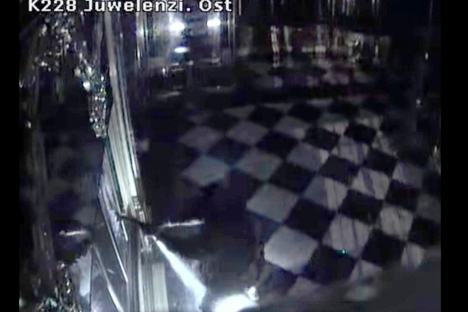 Der historische Juwelen-Diebstahl im Grünen Gewölbe in Dresden zeichnete sich durch deutlich mehr Gewalteinwirkung aus.