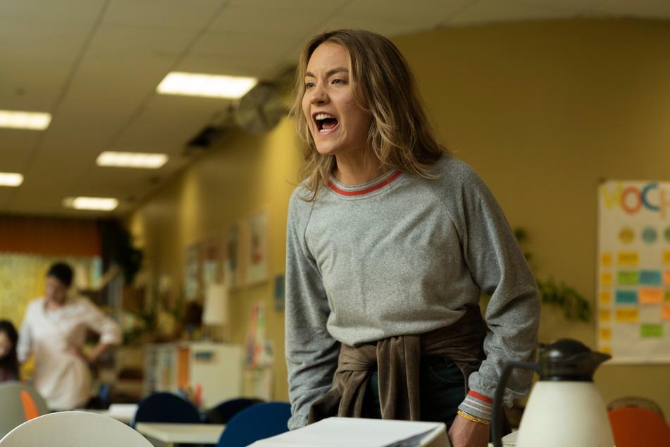 """Eine """"Springflut"""": Jule (Ella Morgen) rastet oft aus und schreit - sie leidet an einer dissoziativen Störung."""