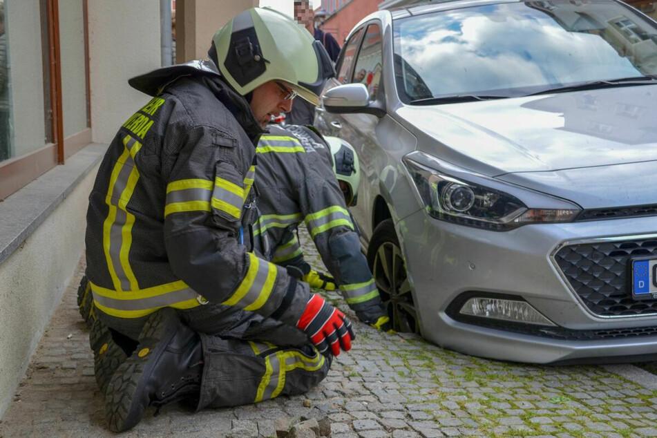 Dieser Hyundai i20 brach in der Senftenberger Straße in die Fahrbahn ein.