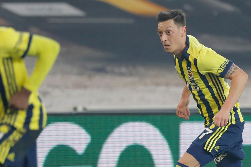 Nach Katar: Ergreift Ex-Nationalspieler Mesut Özil schon wieder die Flucht?