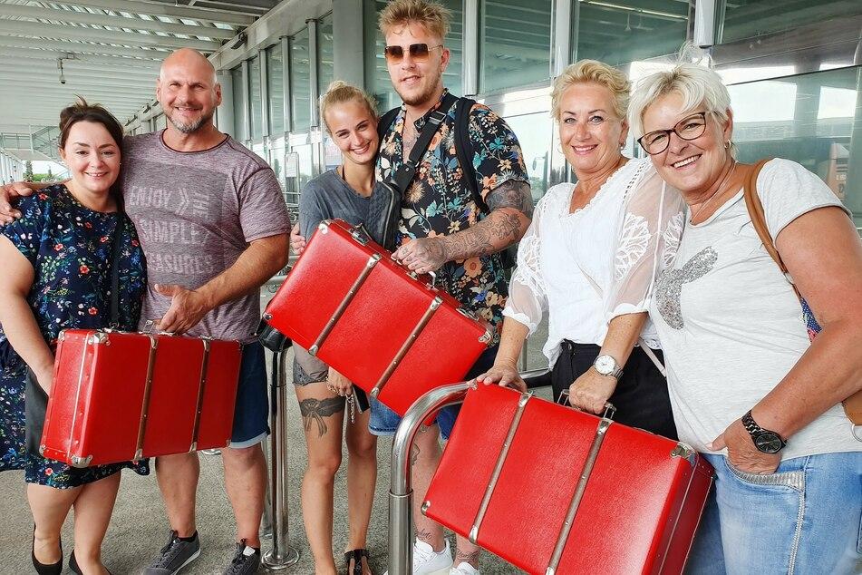 Diese sechs Deutschen wagten das Urlaubsexperiment (v.l.n.r.): Crystal & Markus, Michelle & Moritz und Anja & Tina.