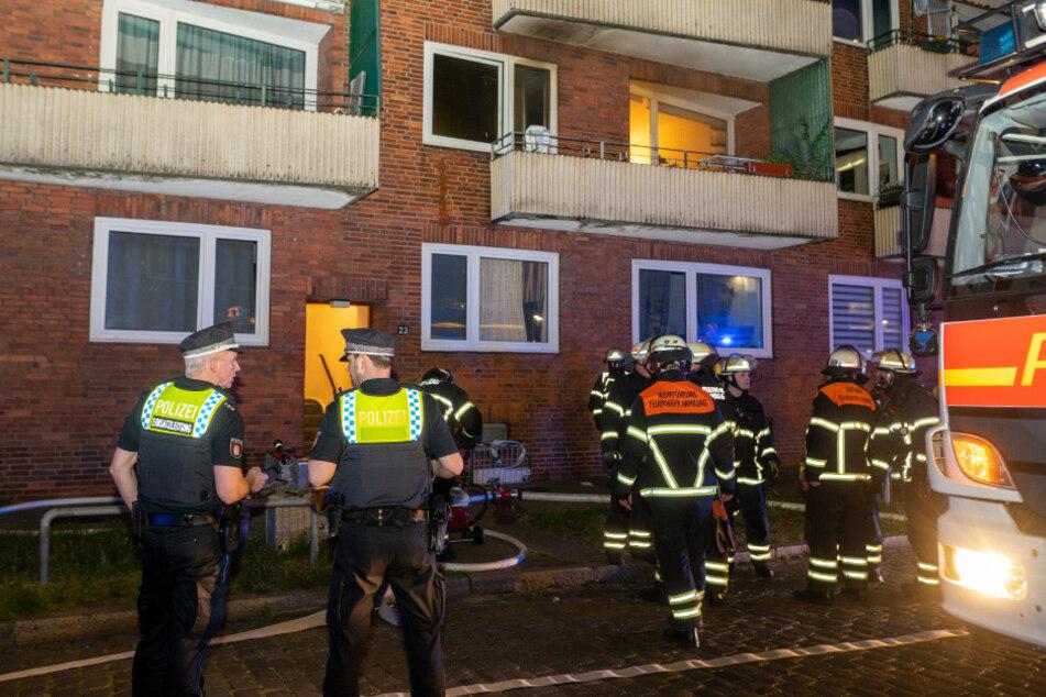 Brand-Drama in Hamburg: Frau stirbt in Flammen, Mann unter Schock