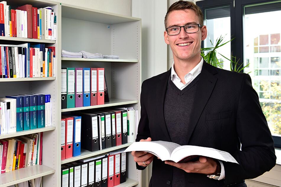 Politikwissenschaftler Jun.-Prof. Dr. Tom Mannewitz von der TU Chemnitz untersucht die Anti-Corona-Bewegung. (Archivbild)