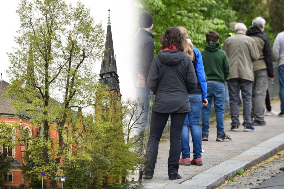 Dresden: Die Kirchen sind wieder auf: Schlange stehen für den lieben Gott in Dresden