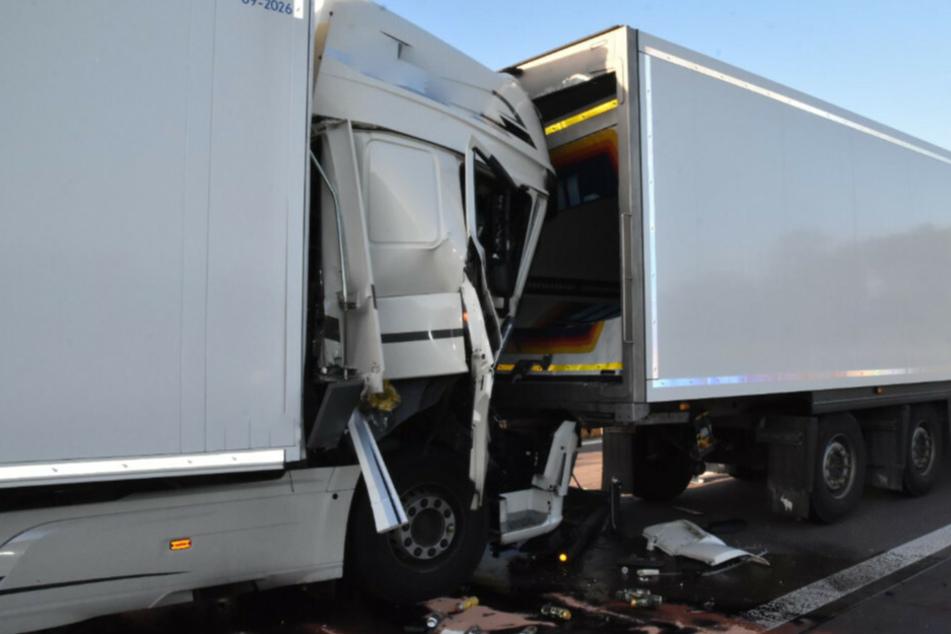 Bei dem Unfall ist ein Lastwagenfahrer ums Leben gekommen.