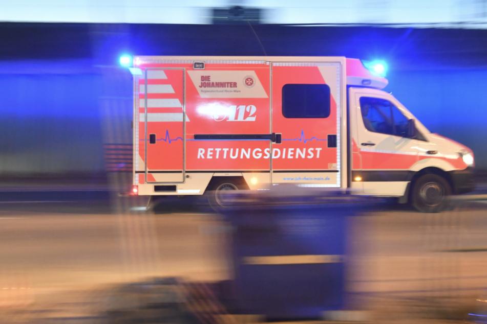 Vier junge Menschen wurden nach einem Unfall im Leipziger Stadtteil Lausen-Grünau in ein Krankenhaus eingeliefert. (Symbolbild)