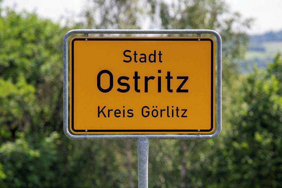 Ein 24-Jähriger soll das Ortsschild von Ostritz geklaut haben.