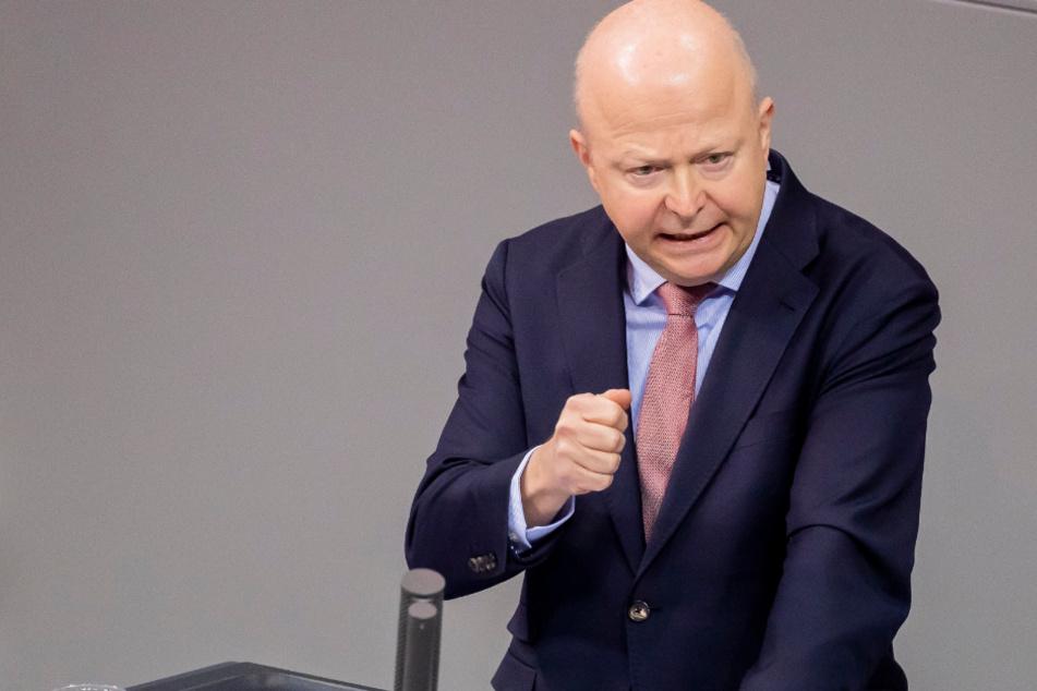 FDP-Mann attackiert CDU, Grüne und Kanzlerin Angela Merkel