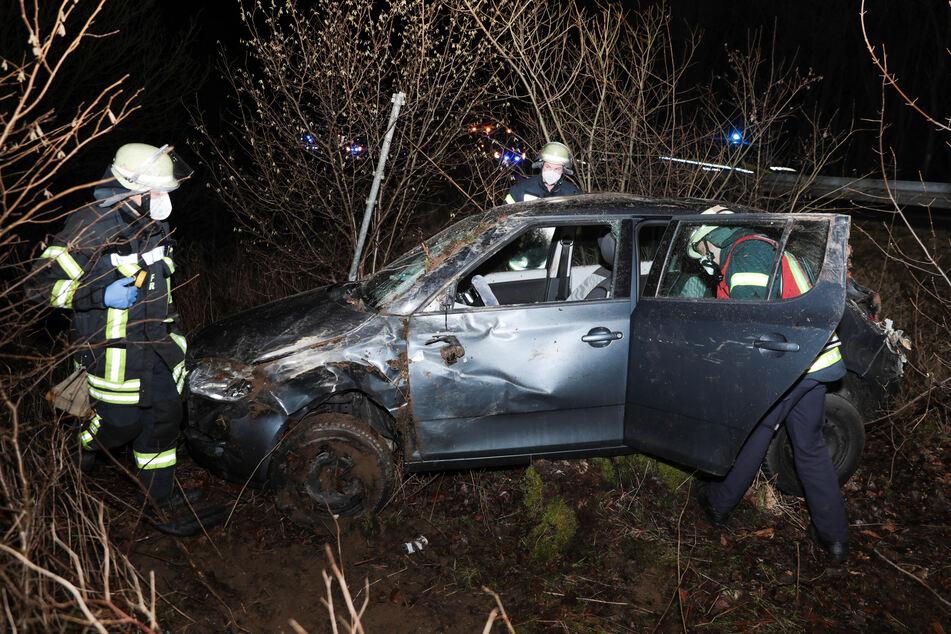 Überschlag im Skoda: Fahranfängerin und Freundin schwer verletzt