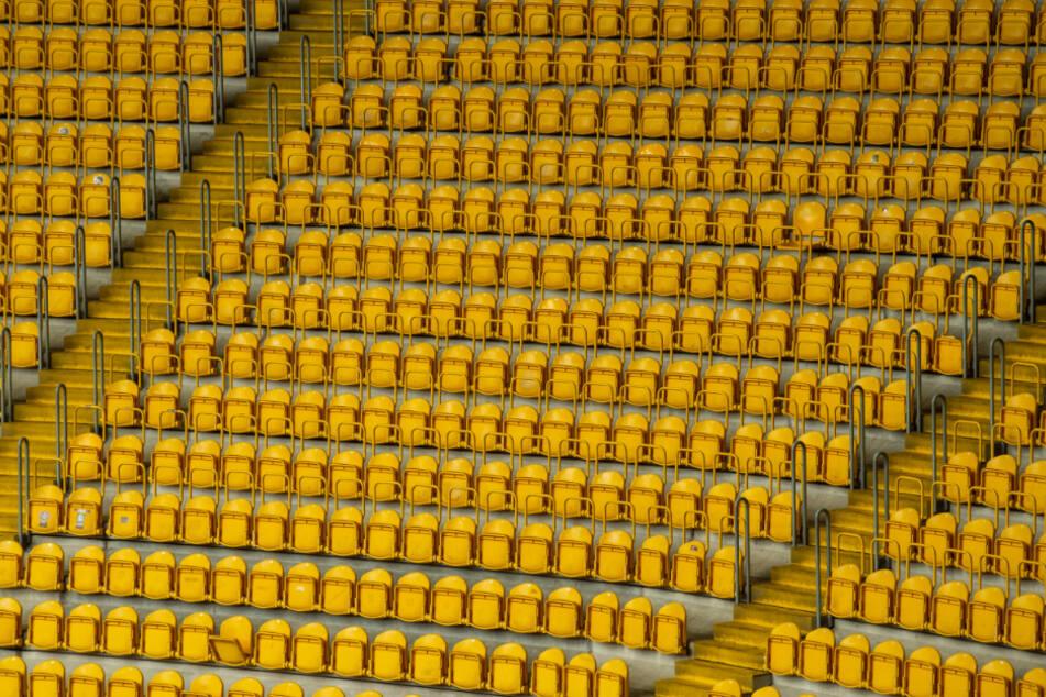 Leere Ränge im Dresdner Rudolf-Harbig-Stadion.