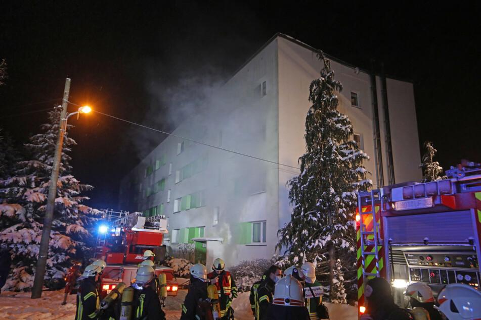 Das Feuer brach in einem Kellerraum eines Mehrfamilienhauses in der in der Altenburger Straße aus.