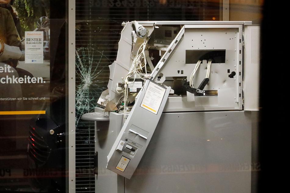 Chemnitz: Geldautomat zertrümmert, Täter auf der Flucht