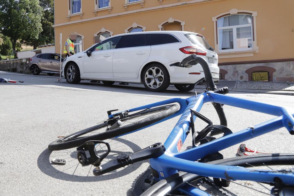 Ein Fahrradfahrer wurde bei einem Unfall in Waldkirchen schwer verletzt.