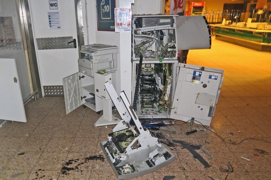 Der Geldautomat wurde komplett zerstört.