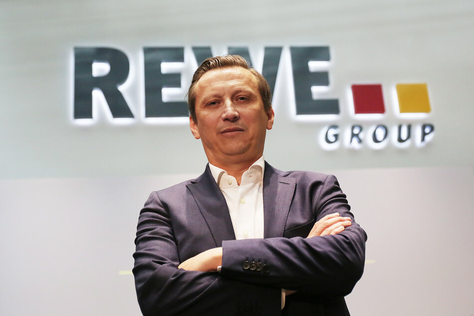 Edeka und Rewe suchen Mitarbeiter VIRUS/ROUNDUP/Hohe Nachfrage in Supermärkten