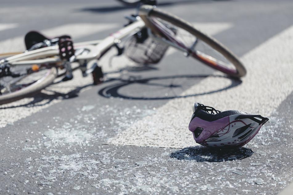 Eine Radlerin wurde schwer, die andere leicht verletzt. (Symbolbild)
