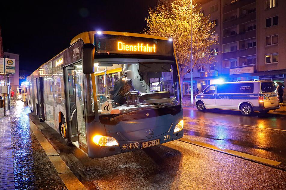 In diesem Bus kam es zur Prügel-Attacke: Ein Mann (36) schlug am Freitagabend auf einen Busfahrer (50) ein.