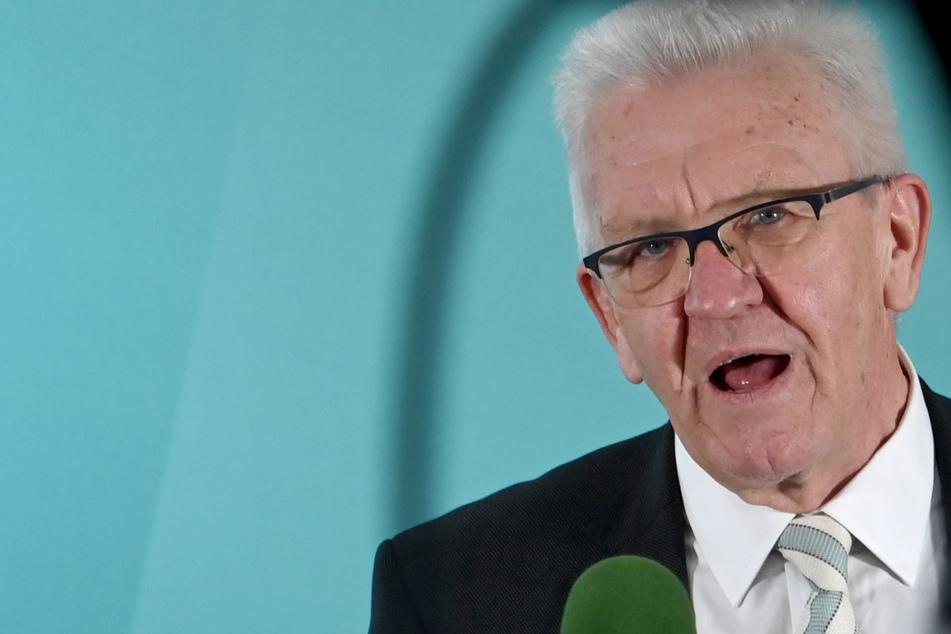 """Kretschmann entschuldigte sich bei der Bevölkerung """"für dieses Hin und Her""""."""