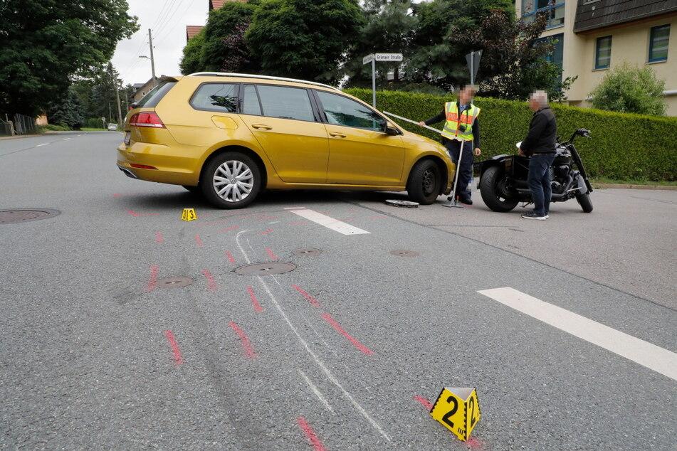 Am Montag sind im Chemnitzer Ortsteil Mittelbach ein VW und eine Suzuki kollidiert. Der Biker wurde schwer verletzt.