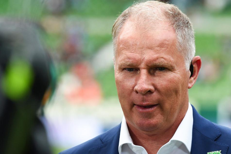 Stefan Reuter (53) vom FC Augsburg hat vor dem Spitzenspiel der Bundesliga gegen RB Leipzig den Terminplan scharf kritisiert.