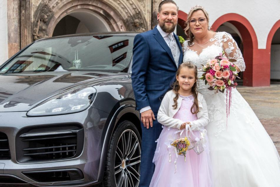 Maik Wiese (36) und Mandy Weigel (37) heirateten im Chemnitzer Rathaus. Zusammen haben sie zwei Kinder, darunter Tochter Mia (7).