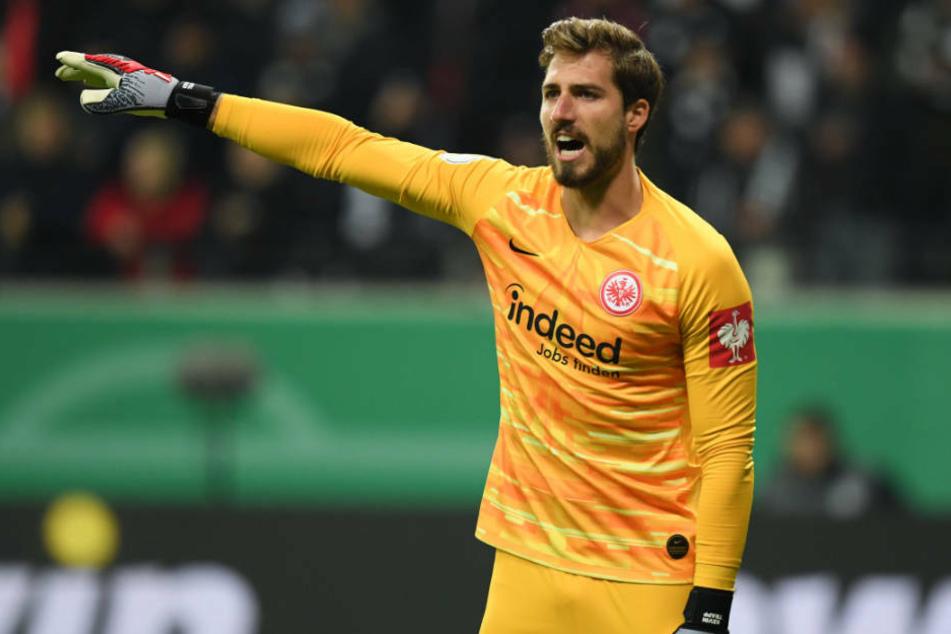 Mehrere Vereine im In- und Ausland sollen Interesse an Eintracht Frankurts Nummer Eins Kevin Trapp haben (Archivbild).