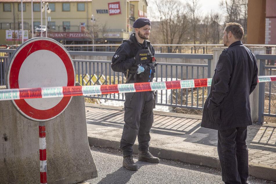 Hier kommt niemand durch: Tschechien hat seine Grenze zwischen Vejprty und Bärenstein mit massiven Betonklötzen gesichert.