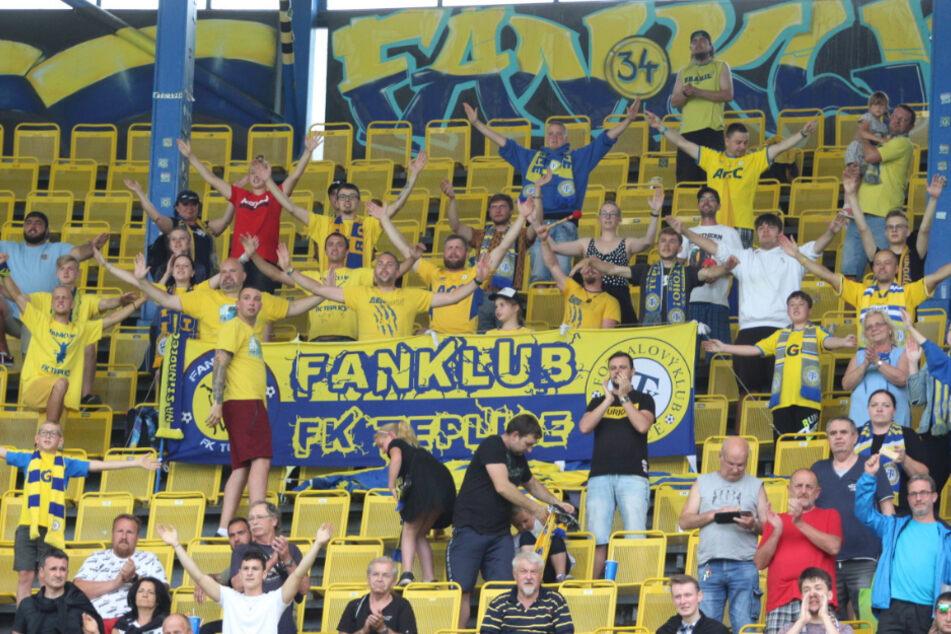 Fußballfreuden grenzenlos: In Teplice feiern tschechische und sächsische Fans gemeinsam.