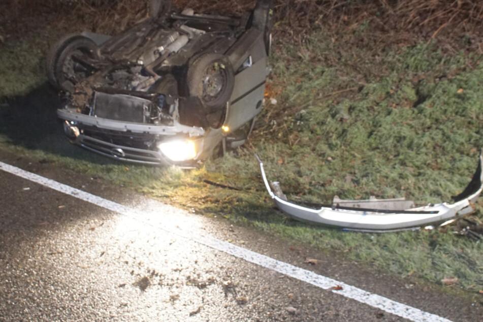 Opel überschlägt sich bei Glatteis-Unfall auf B294: Fahrer verletzt