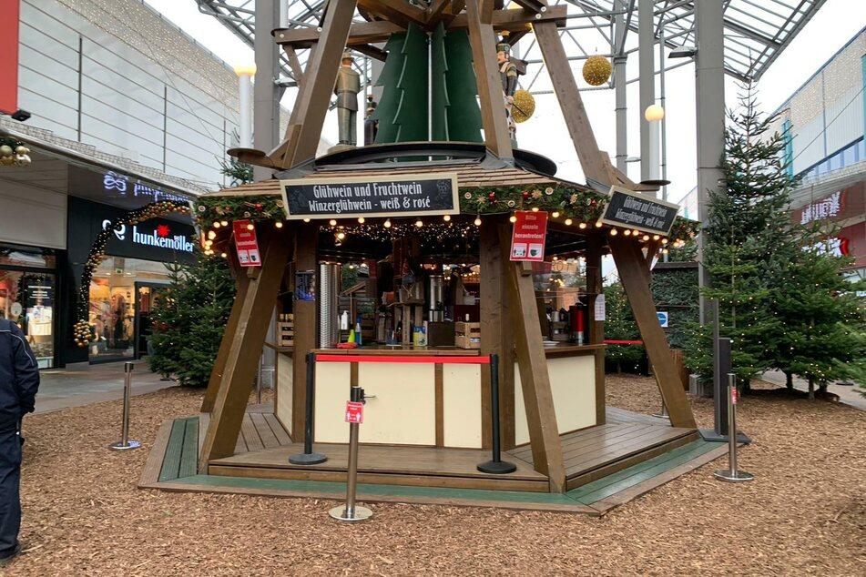 Eine Glühwein-Bude im Chemnitz Center soll trotz Weihnachtsmarkt-Verbot für weihnachtliches Flair sorgen.