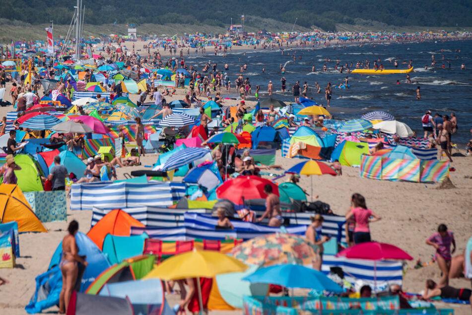 Ostsee-Urlauber können sich jetzt auch vor Ort gegen Corona impfen lassen, sofern sie in Deutschland gemeldet und privat oder gesetzlich krankenversichert sind. (Symbolfoto)