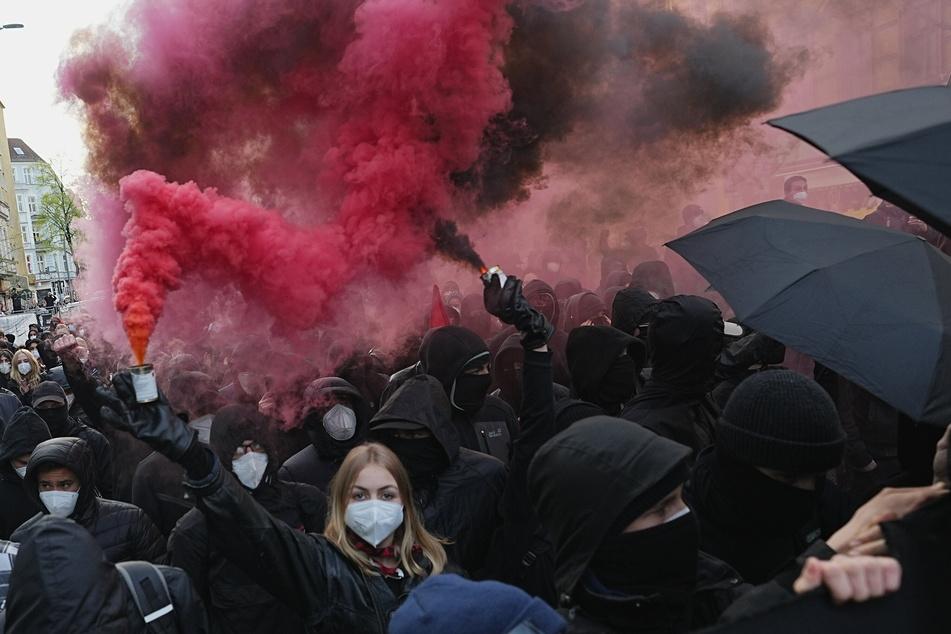 "Teilnehmer der Berliner ""Demonstration zum revolutionären 1. Mai""."