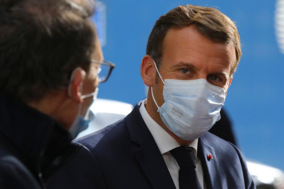 Emmanuel Macron (42), Präsident von Frankreich, trifft am Donnerstag zu einem EU-Gipfel im Gebäude des Europäischen Rates ein. Sein Land ächzt derzeit wieder erheblich unter Corona.