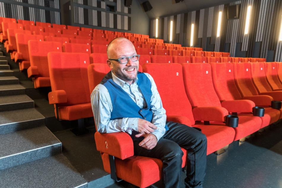 Bald bleiben die roten Sessel wieder leer. Am Wochenende lädt Bernhard Reuther (42) aber noch ins neue Zentralkino im Kraftwerk Mitte.