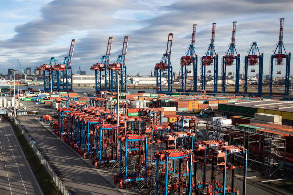 Arbeitszeiten und Corona-Prämien: Im Hamburger Hafen wird wieder gestreikt!