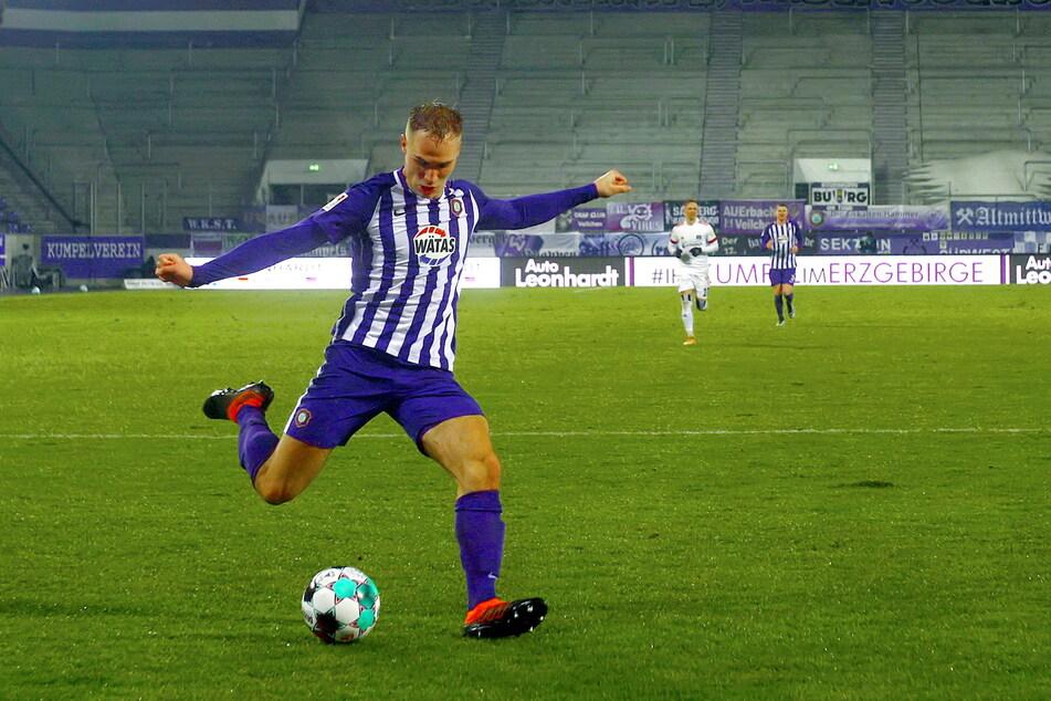 Vier Millionen Euro ist Florian Krüger (21) laut transfermarkt.de jetzt wert. Damit winkt dem FCE Aue bei einem Verkauf des Stürmers eine schön Stange Geld.