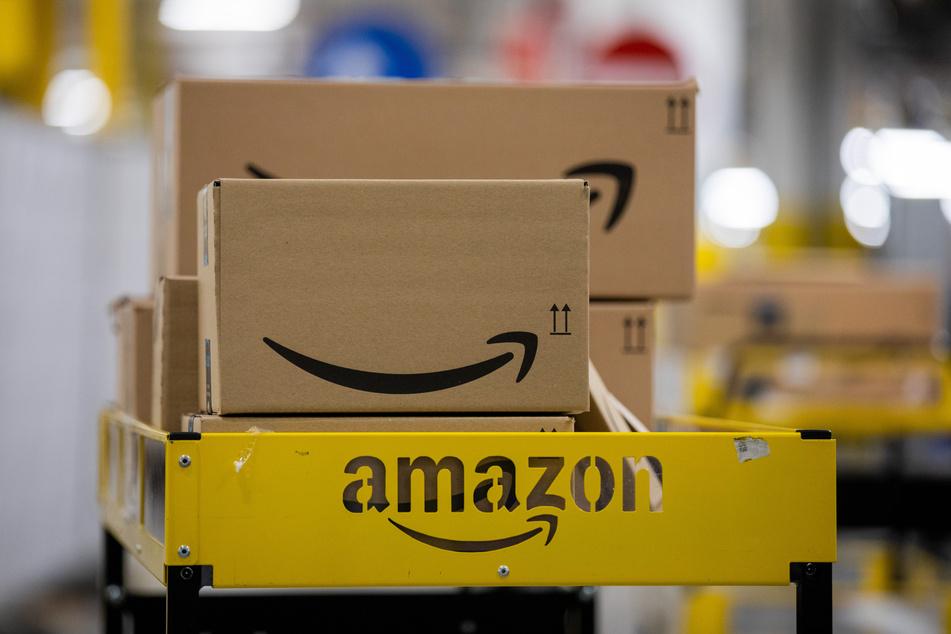 Der Versandhandel erlebt aufgrund von Corona einen weltweiten Boom. Dabei steht der US-amerikanische Anbieter Amazon heftig in der Kritik.