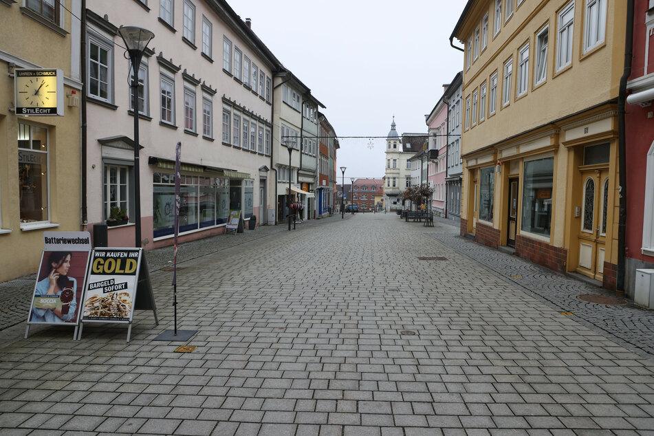 Hildburghausen: Keine Passanten sind in der Fußgängerzone der Stadt unterwegs.