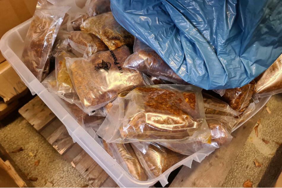 Die sichergestellte Menge von 10,2 Tonnen Shisha-Tabak, verursacht einen Steuerschaden von mehr als 200.000 Euro.