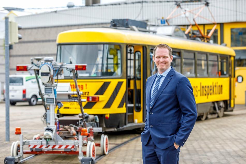 Frederic Deutzer (36) hat die Mess-Lore seiner Firma persönlich vorbeigebracht.