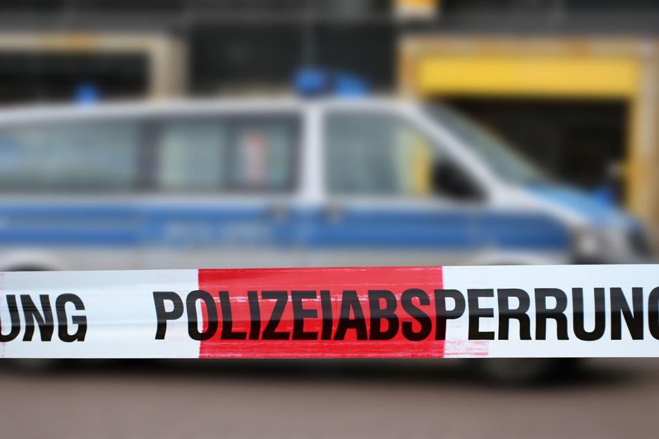 Eine Mordkommission der Polizei ermittelt nach dem gewaltsamen Tod einer Frau in Leverkusen-Schlebusch (Symbolbild).