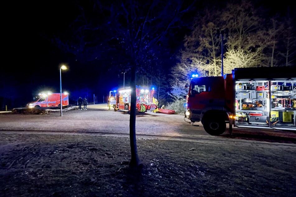 Die Feuerwehr musste in Bergisch Gladbach ausrücken, um einen Jugendlichen aus dem eisigen Bensberger See zu retten.