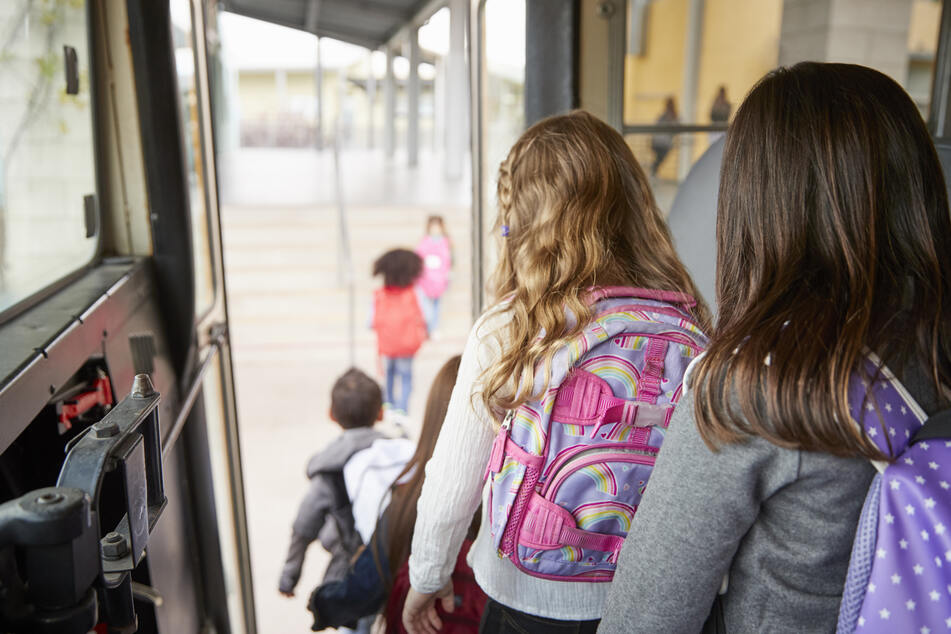 Schülerin (13) bricht in Bus zusammen und stirbt: Was war die Ursache der Tragödie?