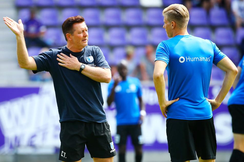 Neuzugang Luca Schuler (r.) hat die Anweisungen von Trainer Christian Titz offenbar gut verstanden. Nach vielen Toren in der Vorbereitung erzielte der Stürmer auch das erste FCM-Pflichtspieltor der Saison.