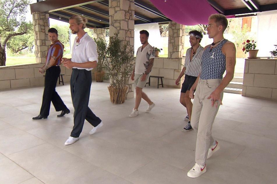 Bis auf Max dürfen alle Jungs zum Tanz-Gruppendate.