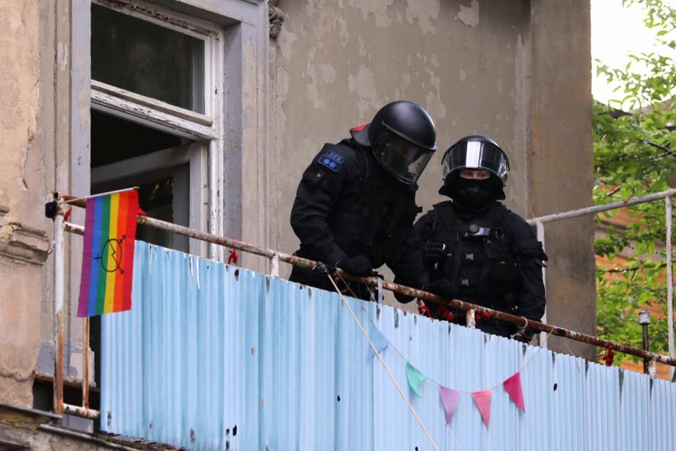 In den Morgenstunden rückte die Polizei zum Haus in Dresden aus, traf jedoch keine Besetzer im Inneren an.
