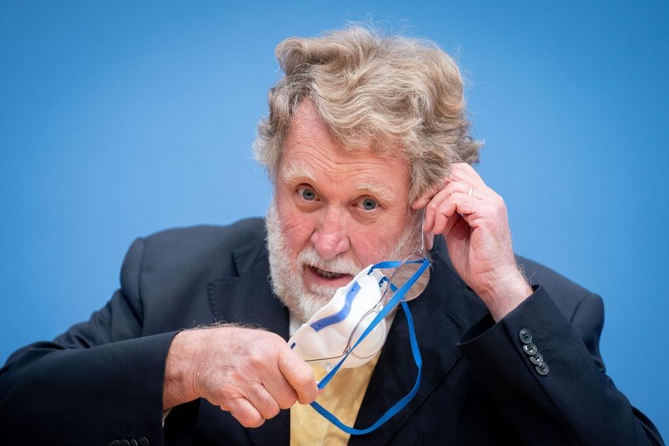 Thomas Mertens (70), Vorsitzender der Ständigen Impfkommission (STIKO), verteidigt die Alterseinschätzung für den Corona-Impfstoff von AstraZeneca.