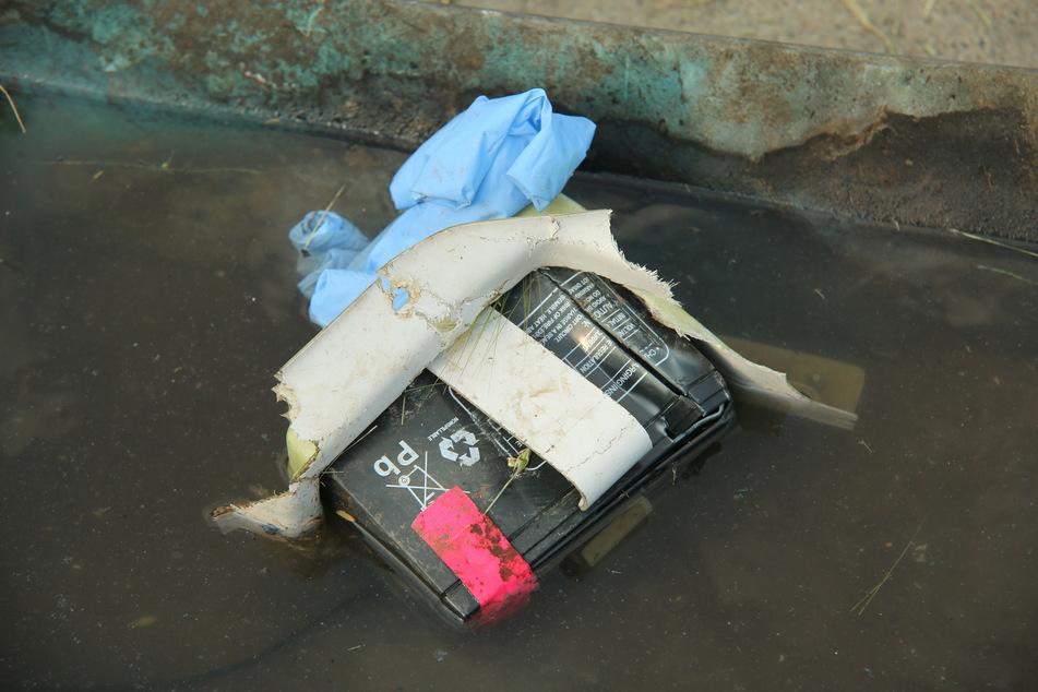 Diese Batterie des Flugzeugs wurde unweit des Absturzortes gefunden.