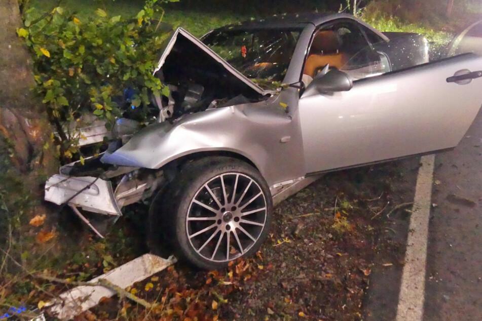 22-Jähriger prallt mit Mercedes frontal gegen Baum